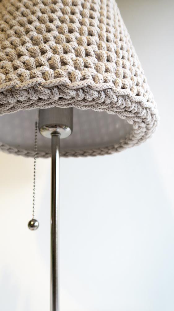 Abażur ręcznie dziergany na szydełku z grubego bawełnianego sznurka. Rękodzieło siedliska na Wygonie na Mazurach #lampka #abażur #klosz #rękodzieło #dziergany #naszydełku #dziany #zesznurka #lamp #shade #handmade #crochet #beige #beżowy #ręcznie #robione #lampka #nocna #bedside