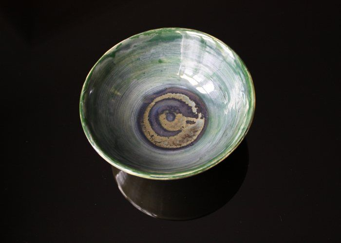 By Françoise Stoop. Reminds me of Lucie Rie <3 http://fstoop.nl/kommetjes.html #pottery #ceramics #bowls