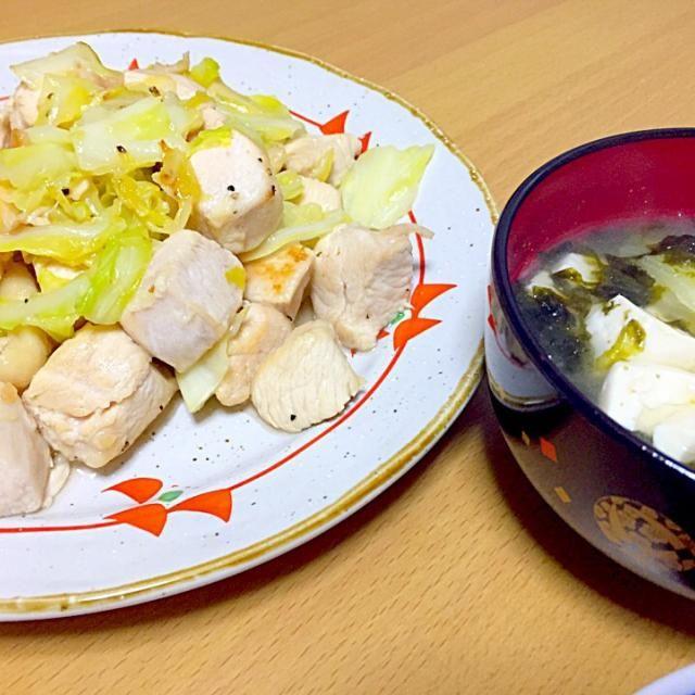 とり肉とキャベツの塩だれ炒めとアオサのお味噌汁です(*^_^*) - 5件のもぐもぐ - 今日の夕飯♫ by perdm7g11ros