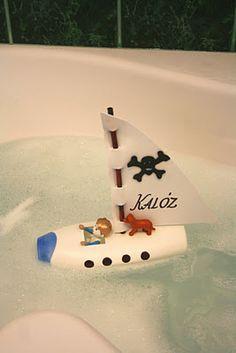 bateau dans un flacon vide