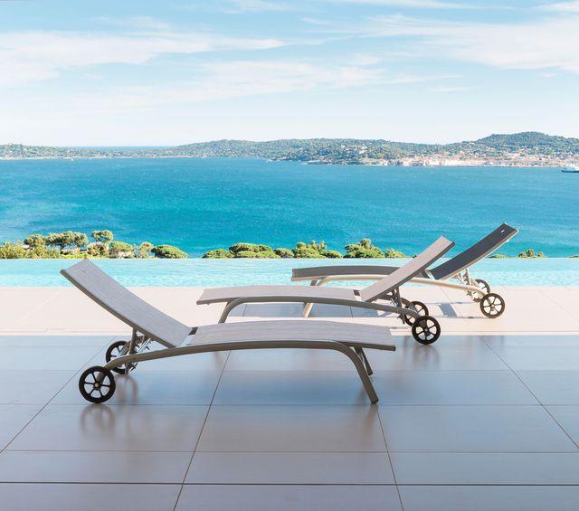 17 meilleures id es propos de chaises longues de piscine sur pinterest salon en palettes. Black Bedroom Furniture Sets. Home Design Ideas