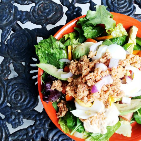 How Stay on Track While Travelling by Lealou Cooks #traveltips #travelfood #food #food #healthylifestyle #healthyfood