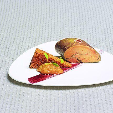 Foie gras au vin chaud,  pain d'épice et chutney de poire