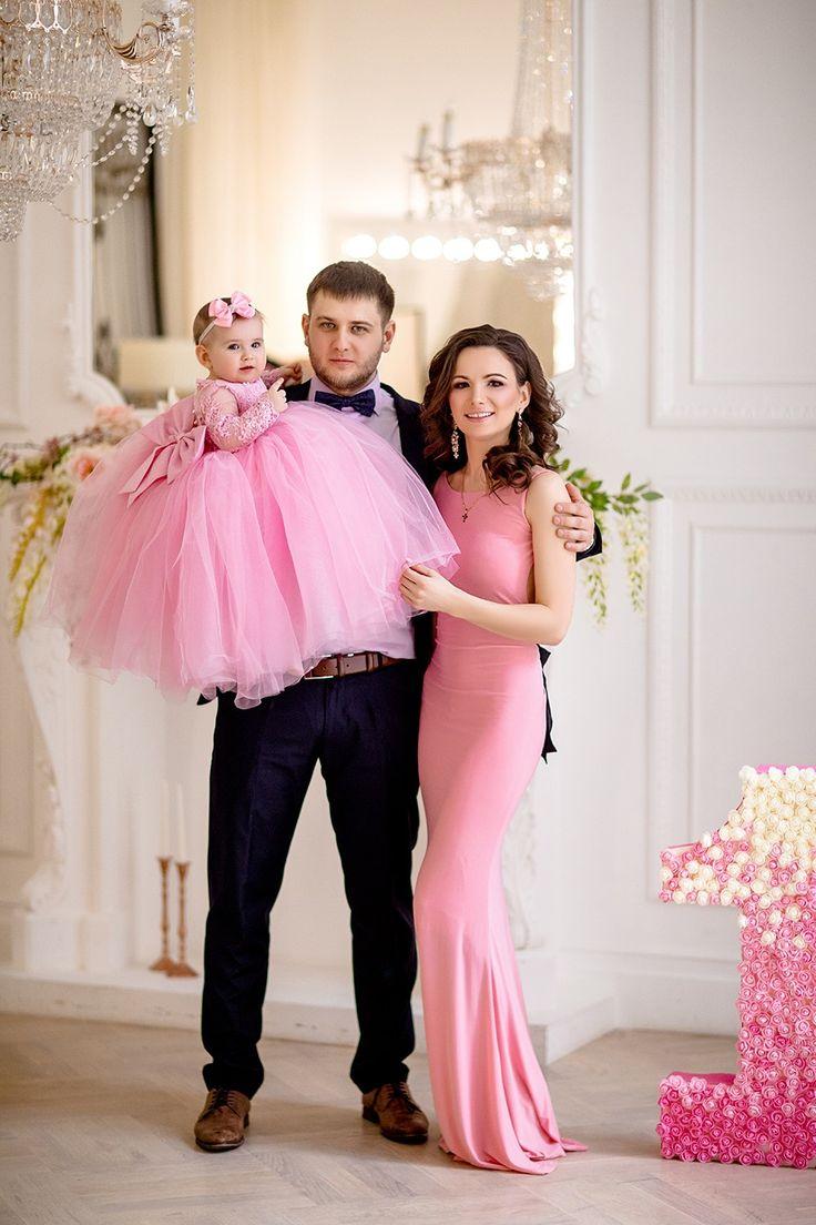 Красивое фото семьей на розовую свадьбу