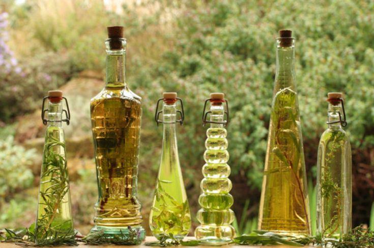 Dê um outro sabor às saladas temperando-as com vinagres aromatizados. Você pode utilizar as ervas que mais gosta ou as ervas que você tem na sua horta, como alecrim, tomilho, menta, manjericão ou coentro. 1. Use frascos ou recipientes de vidro limpos, sem rachaduras e que possam ser fechados com rolha, tampas de rosca ou […]
