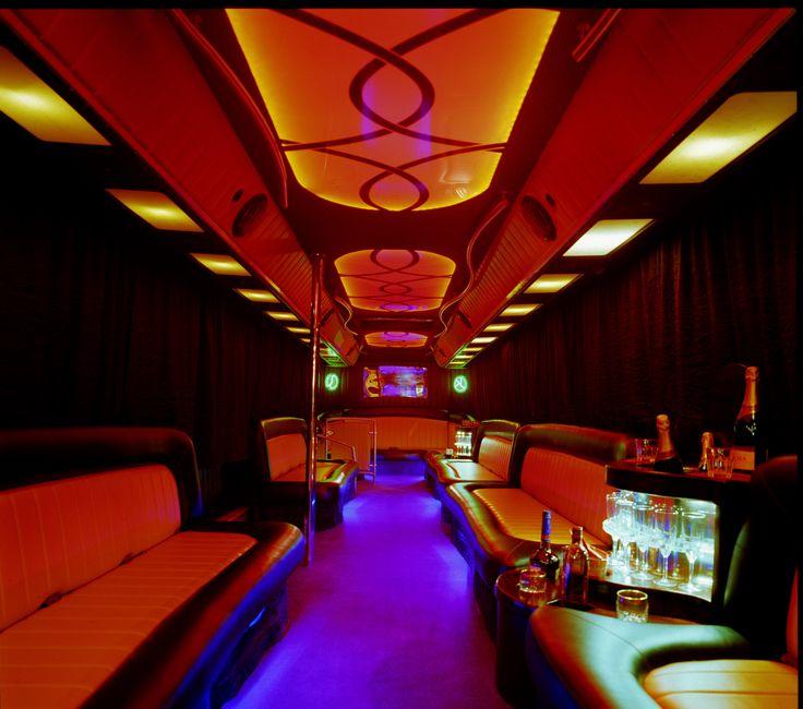 Tu umieszczone są informacje praktyczne na temat tego czym tak na prawdę jest partybus, ile osób jest w stanie pomieścić oraz jakie jest jego wyposażenie. Do najważniejszych należą: wysokiej klasy, profesjonalny system nagłośnienia, zestawy karaoke, konsole do gier, telewizory LCD, parkiet taneczny, barki z lodówkami oraz rurkę do tańca. http://www.partybus.pl/czym-jest-partybus/