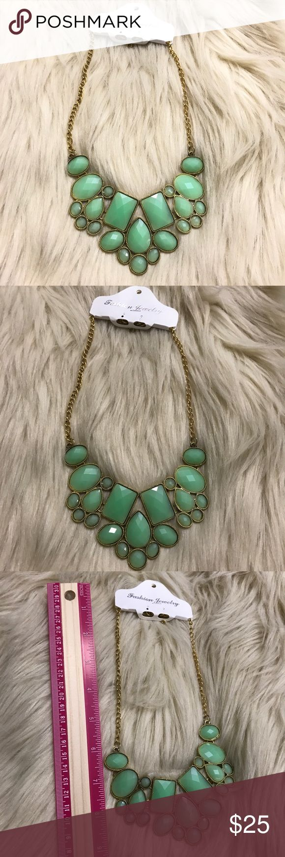 Gorgeous gem stone statement necklace BNWT! 🐾PAWSitively Posh Boutique🐾 Jewelry Necklaces