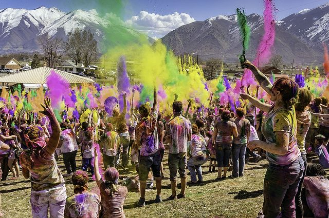 Festival of Colors: Holi 2014 I want to go to one of these festivals!