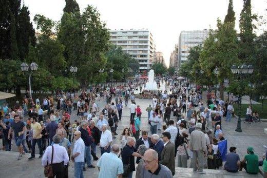 """Πολίτες μιλάνε στην κάμερα στη συγκέντρωση """"Μένουμε Ευρώπη"""",(video) -"""