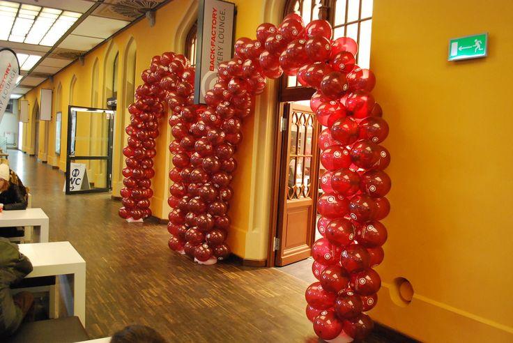 Dekoracja Sklepu Piekarni Niemieckiej Back Factory na Dworcu Głównym we Wrocławiu./ Balloon decoration for a German Bakery Shop in Wrocław.