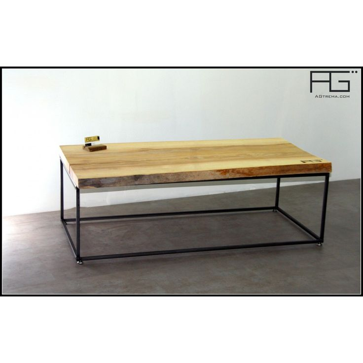 table basse industrielle bords brut avec corce live. Black Bedroom Furniture Sets. Home Design Ideas