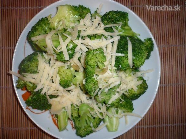 Brokolica s cesnakom, nízkotučným syrom a rozmarínom (fotorecept)