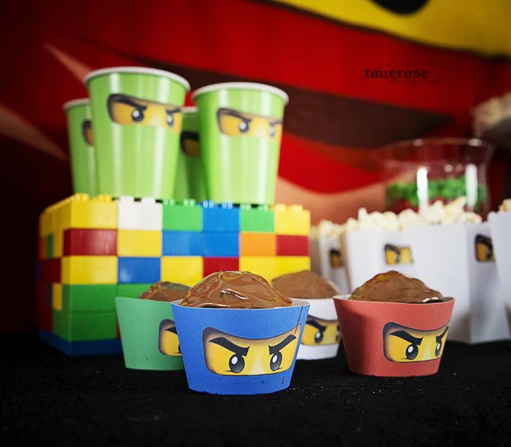 Free printable cupcake wrapper Ninjago birthday party =)   Gratis print cupcake wrapper - barnebursdag =)