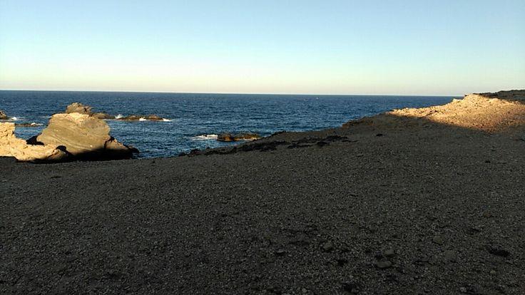 Cala de Cabo de Palos. Enseñar a los niños las diferentes playas de la Región de Murcia, así como inculcarles actitudes de respeto y cuidado hacia el medio ambiente.