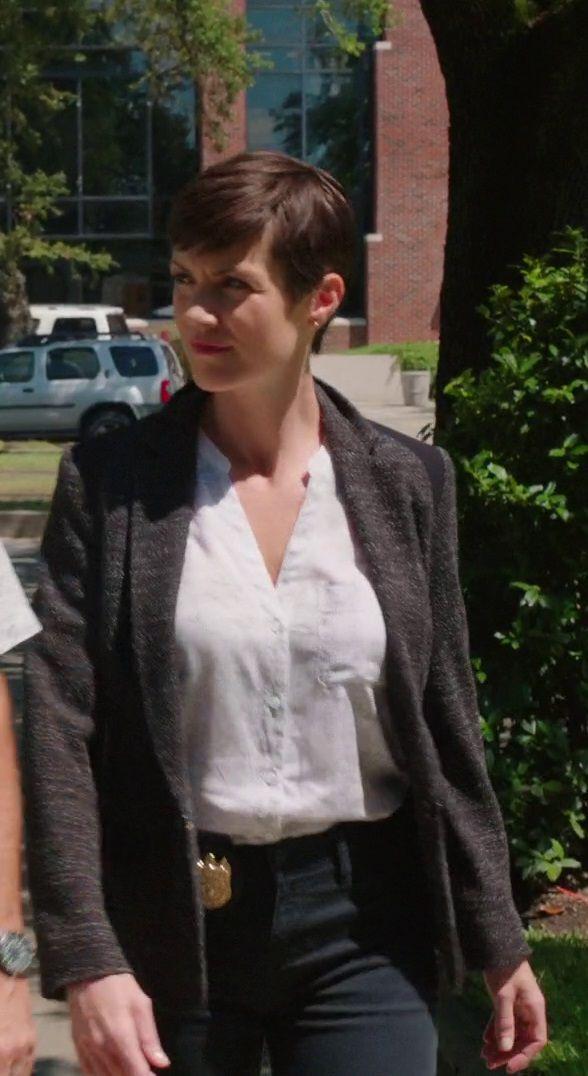 Zoe McLellan NCIS New Orleans | Zoe McLellan Black Jeans ncisno0104-2