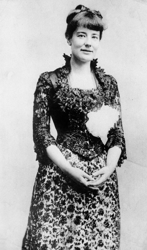 """First Ladies Through The Years - Edith Roosevelt Is the picture torn or is that a """"decoration"""" on her dress?"""