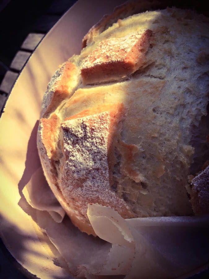 Certainement un des meilleurs pains que l'on puisse élaborer rapidement au Thermomix . Un petit coup de main et l'astuce est dans la cocotte . Cette recette s'effectue exclusivement dans une cocotte que l'on enfourne dans un four impérativement froid.