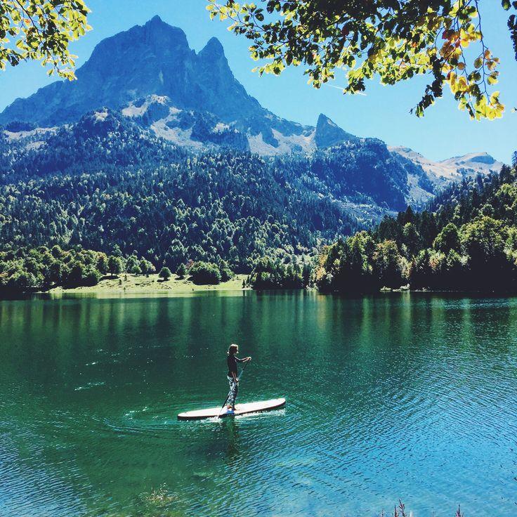 Lac de Bious-Artigues - Stand-Up Paddle au lac de Bious-Artigues dans la Vallée d'Ossau dans les Pyrénées.