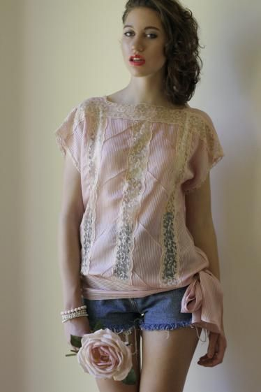 Round She Goes - Market Place - Vintage Pretty pink and lace top