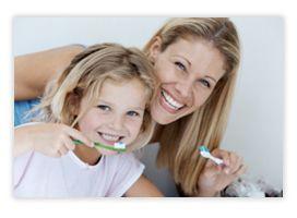 Odontopediatría Rama de la Odontología dedicada a la prevención, diagnóstico y tratamiento de las patologías, lesiones y alteraciones bucodentales en el paciente infantil. Del buen estado de los dientes de leche dependerá el futuro de la dentición permanente y ayudará al niño a desarrollar correctamente la función masticatoria.