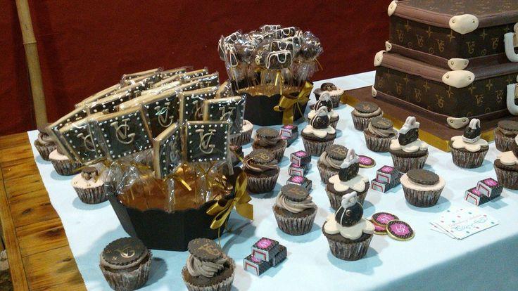 Galletitas, cupcakes Louis vuitton.