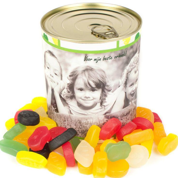 Alle kinderen zijn dol op snoep! Snoep blik met persoonlijk ontwerp.