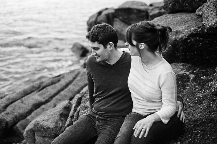 Amandine Ropars Photographe - Séance couple à la mer  #portrait #couple #photographe #engagement #séancecouple #photographer #lovesession #mer #bretagne #silhouette #arbre #noiretblanc