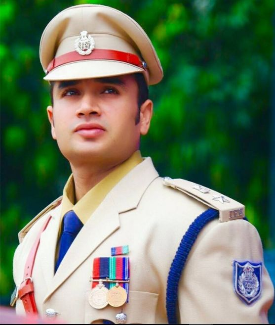 This IPS officer is giving a tough competition to bollywood stars.  #ipsofficer #killerlooks #looksthatkill #sachinatulkar #sachinfrommp #starperformer