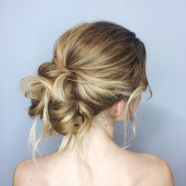 Wedding Hairstyles/Пучок вам в ленту🙌🏼🌸 Термозащита Sfactor Лак средней фиксации №18 Emmediciotto Спрей морская соль от TIGI для текстуры Спрей-блеск TIGI Bed Head как финиш
