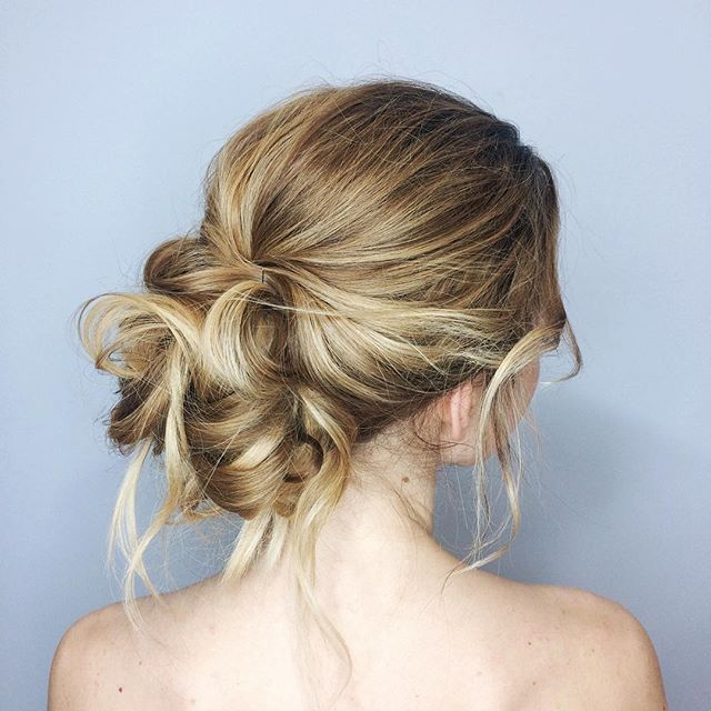 Wedding Hairstyles/Пучок вам в ленту🙌🏼🌸 Термозащита S*factor Лак средней фиксации №18 Emmediciotto Спрей морская соль от TIGI для текстуры Спрей-блеск TIGI Bed Head как финиш