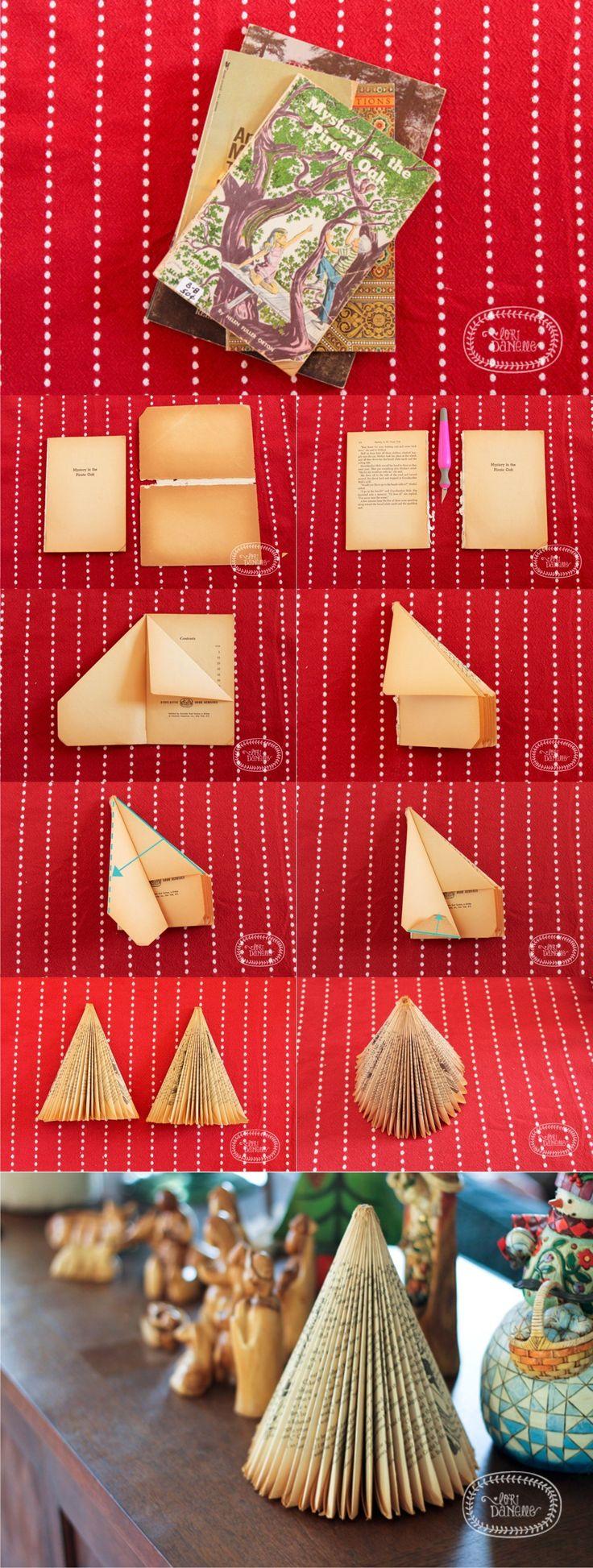 Árbol de navidad con un libro - pinterest.com/loridanelle