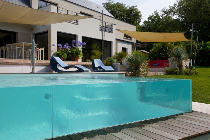 piscine paroi de verre piscine en d bordement et plage de piscine en verre piscines parois. Black Bedroom Furniture Sets. Home Design Ideas