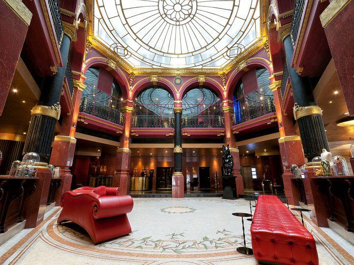 L'hôtel offre l'incroyable combinaison d'un extérieur classique et d'un intérieur avant-gardiste, avec une vue imprenable sur le Sacré Cœur et l'Opéra Garnier.