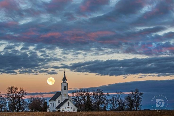 Super moon at dawn in the West