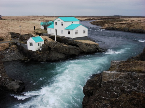 Icelandic Landscape (byLisa D.| viavanished): Dreams Places, Colors, Bluegreen, The Ocean, Blue Green, Green Roof, Blue House, Iceland House, Turquoi