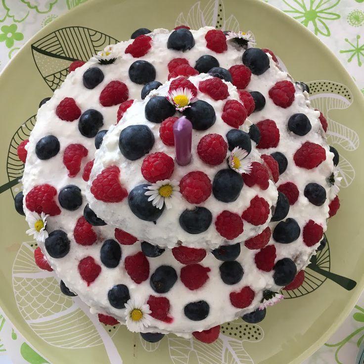 Chcete se při prvních narozeninách vyhnout všem těm nevkusným a přeslazeným dortům? Zkuste ten, který je vyrobený z mrkve a všem moc chutná!