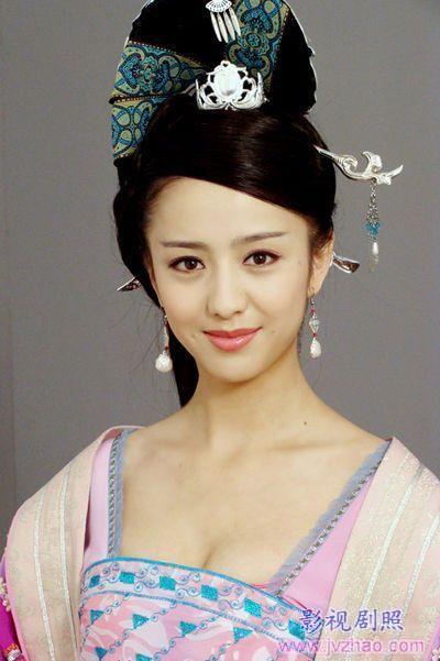 Actress Tong Liya. Han Dynasty clothes.   China ...