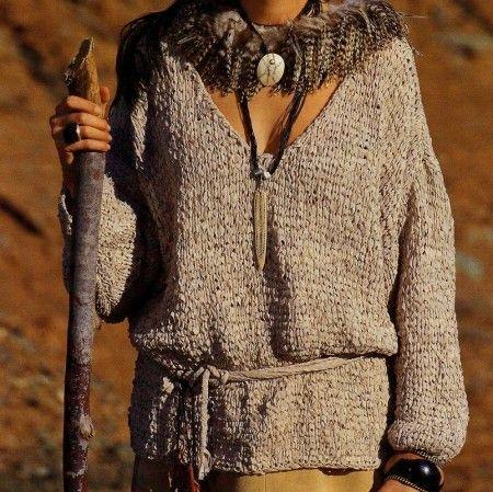 111*****Lavori a maglia: una tunica marrone chiaro a maglie allungate