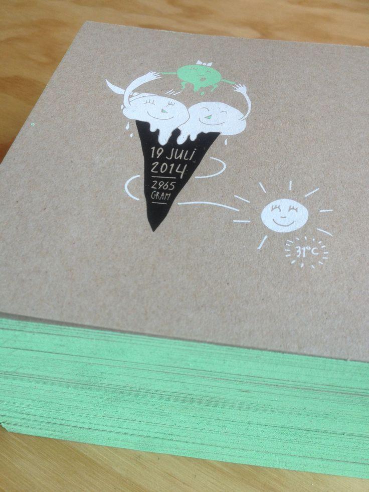 """Bijzondere geboortekaartjes - Zeefdruk - kleur op snee - wit en zwarte inkt - illustratie - ontwerp door """"Frissetypes"""" - handwerk - ambachtelijk - Op Muskat Grey 290 grs. - Recycle papier  - www.dekijm.nl"""