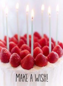Verjaardagskaart vrouw - taart-met-aarbeien-en-kaarsjes