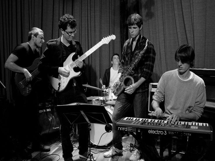 A banda Fool Jazz leva para o Jardim Lutzenberger, da CCMQ, um repertório de composições próprias, standards do jazz, MPB e releituras instrumentais de diversos temas.