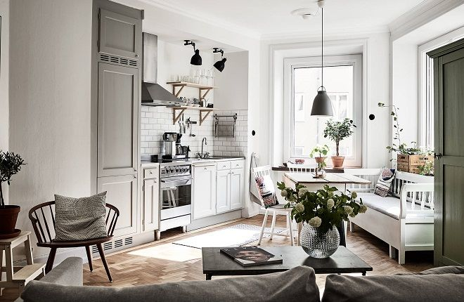 The kitchen is the focal point in this light Scandinavian apartment thanks to the tapering walls but also because of the 1920's style and the cozy feeling they created. The entire apartment is styled in a typical Scandinavian style with many white and grey tones and I love that they placed the sofa in the …