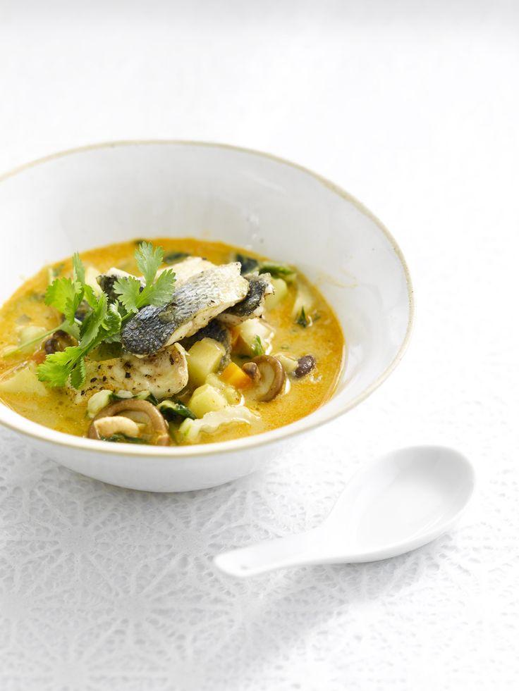 Een overheerlijke aardappelcurry met zeebaars, die maak je met dit recept. Smakelijk!