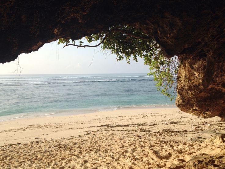 Green bowl beach, bat cave, Bali, Indonesia
