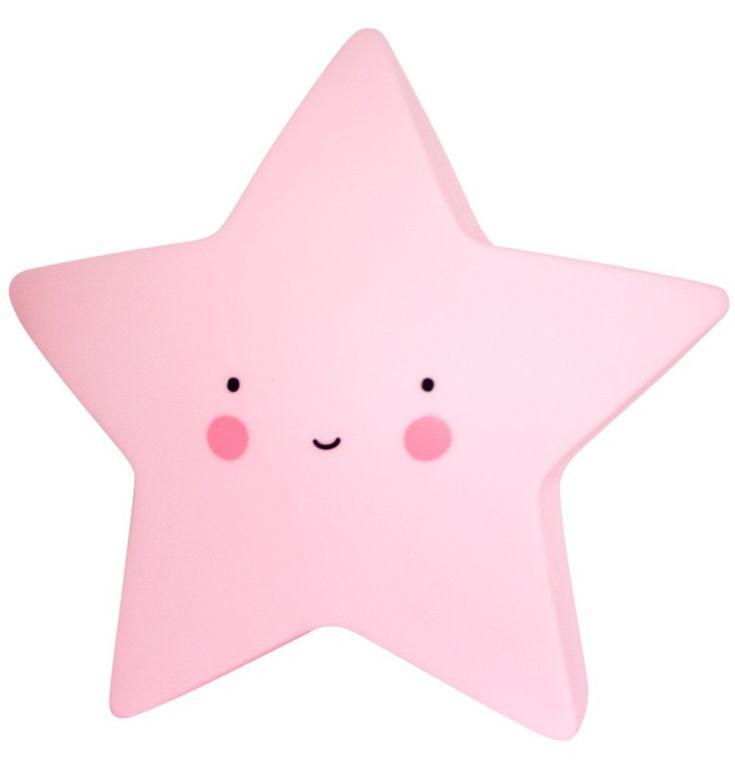 Nachtlampje Ster roze Super cute sterrenlampje in roze. Geeft een mooie, zachte gloed in het donker. Dit vrolijke lampje is gemaakt van BPA-, en loodvrij PVC. Doordat er een LED-lamp in zit wordt het materiaal niet heet en kan het veilig door kinderen gebruikt worden. Je kunt kiezen of je het lampje aan, uit of op timer zet. Wanneer je de timer inschakelt, gaat het lichtje na 15 minuten automatisch uit. Dat spaart de batterijen en is beter voor het milieu! kinderkamer babykamer