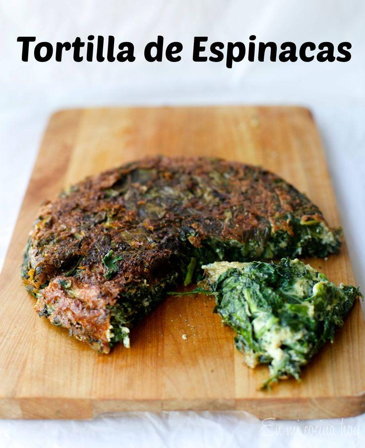 La tortilla de espinacas es muy tradicional en Chile, una excelente manera de aprovechar verduras de hoja verde. Servir con arroz o pollo.