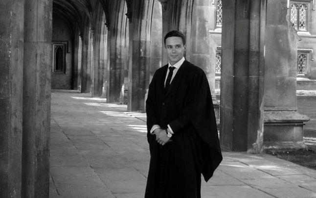 George Cătălin Ţurcaş, tânărul din Şimleu Silvaniei, olimpic naţional şi internaţional la matematică pe vremea când era elev, masterand în matematică pură la Cambridge acum, lansează un apel către preşedintele ales Klaus Iohannis. Apelul vine după ce, alături de alţi studenţi români, a stat peste 11 ore la coadă în Londra, fără a reuşi să voteze.