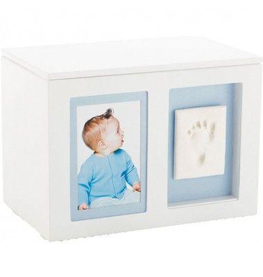 Mit dieser Baby Prints Erinnerungsbox von Pearhead könnt ihr eure Erinnerungsstücke aufbewahren. Highlight dieser Box ist, dass ihr mit dem darin enthaltenen Abdruckmaterial, einen Abdruck von dem kleinen Füßchen oder Händchen eures Schatzes machen könnt.