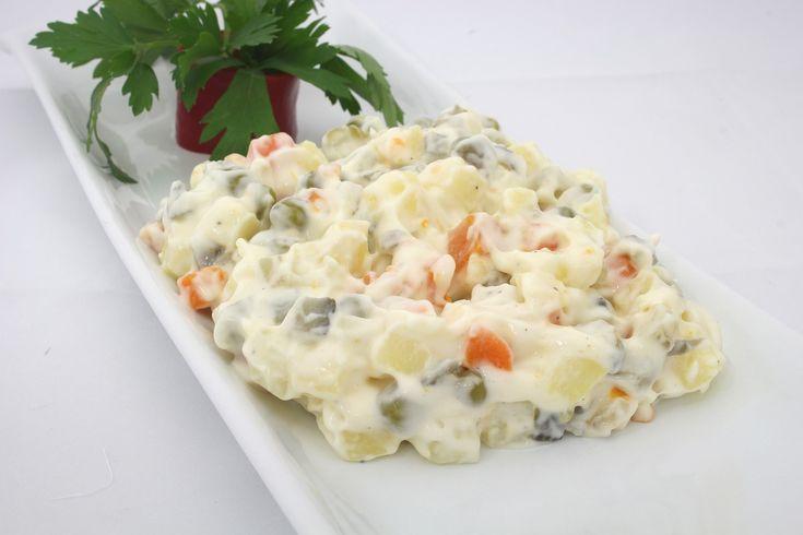 Orjinal amerikan salatası nasıl yapılır ?Amerikan salatası ile Rus salatası arasında ki fark nedir?Meze ,salata tarifleri için ziyaret edebilirsiniz.
