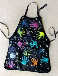 fathers day ideas - have kids dip their hands in washable fabric paint and stamp handprint onto bbq apron #fathersday #gift #kids